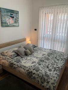A bed or beds in a room at Mini art home
