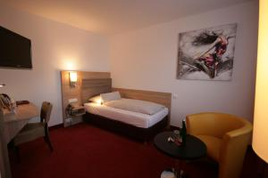 A bed or beds in a room at Montana Hotel Mönchengladbach