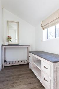 A kitchen or kitchenette at Stoberry House