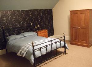 A bed or beds in a room at Walton House