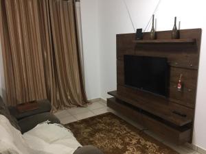 A television and/or entertainment center at Apartamento Cidade Verde 2