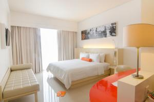 A bed or beds in a room at HARRIS Hotel and Conventions Denpasar Bali