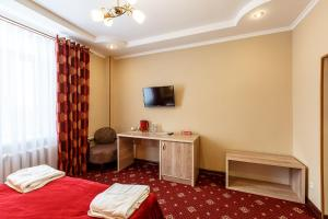 A television and/or entertainment center at Renion Zyliha Hotel