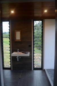 A bathroom at Wongari Eco Retreat