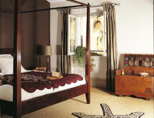 A bed or beds in a room at La Maison Sur La Sorgue - Esprit de France