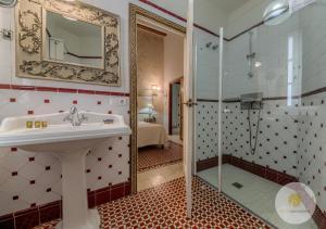 A bathroom at Hotel Argantonio