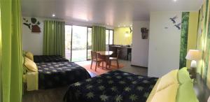 Un ou plusieurs lits dans un hébergement de l'établissement Paris Confort B&B