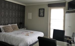 A bed or beds in a room at Guesthouse De Middelvelden