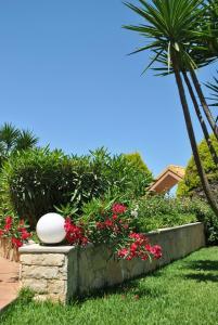 Сад в Iliovasilema Hotel