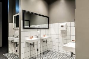 A bathroom at The Barn