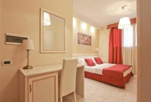 A bed or beds in a room at Hotel Il Villino