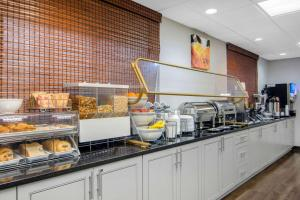 A kitchen or kitchenette at Clarion Suites Duluth I-85