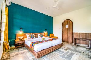 A bed or beds in a room at FabEscape Hillscape Villa Khandala