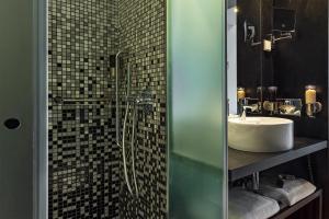 A bathroom at HF Fenix Music