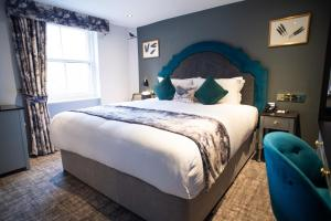 A bed or beds in a room at Blackbird