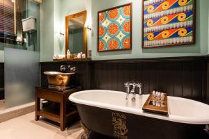 A bathroom at Fox and Anchor