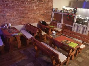 Ein Restaurant oder anderes Speiselokal in der Unterkunft Dom Wczasowy Mariza