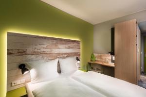 A bed or beds in a room at ibis Styles Stuttgart Vaihingen