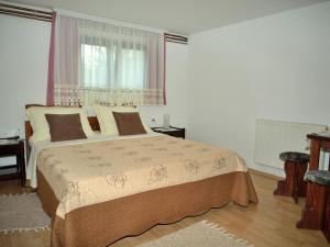 A bed or beds in a room at Guest House Ljubo & Ana