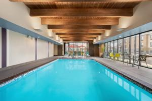 The swimming pool at or close to Home2 Suites By Hilton Warminster Horsham