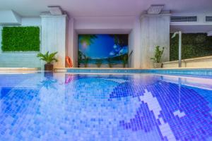 Der Swimmingpool an oder in der Nähe von Egnatia Palace Hotel & Spa