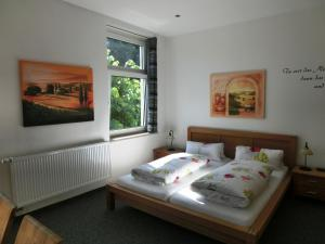 A bed or beds in a room at Raffelberger Hof