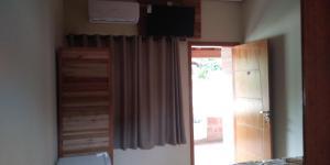 Uma TV ou centro de entretenimento em La Palma Hotel Fazenda