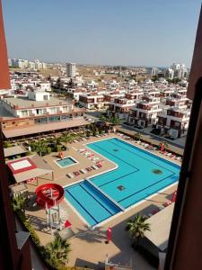 Вид на бассейн в Royal Sun Residence или окрестностях
