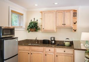 A kitchen or kitchenette at Anchorage by the Sea
