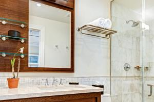 A bathroom at The Landings Resort and Spa - All Suites
