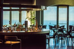 The lounge or bar area at Akra Hotel