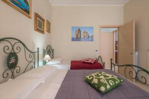 A bed or beds in a room at Al Sesto B&B