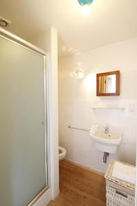 A bathroom at Antwerp B&B