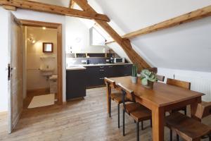 A kitchen or kitchenette at Antwerp B&B