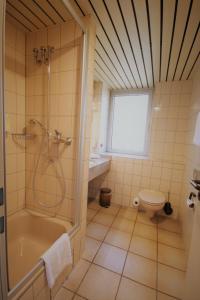 A bathroom at Montana Hotel Mönchengladbach
