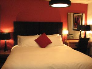 A bed or beds in a room at The Neuk