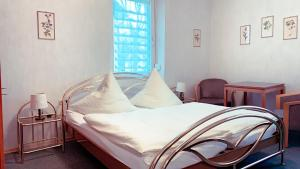 A bed or beds in a room at Pension Haus Marga