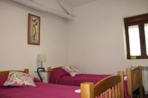 A bed or beds in a room at Albergue Vive tu Camino