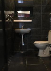 A bathroom at Hotel Boustane