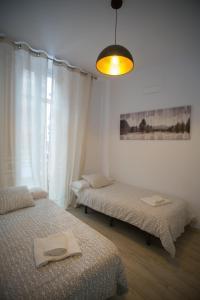 Säng eller sängar i ett rum på Apartamentos Catedral