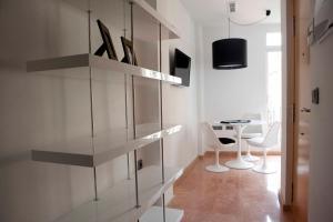 Una televisión o centro de entretenimiento en Happy Apartments Valencia – Lope de Vega