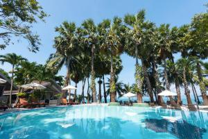 Der Swimmingpool an oder in der Nähe von Paradise Beach Resort, Koh Samui - SHA Plus