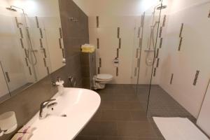 Koupelna v ubytování Wellness Hotel Katalin