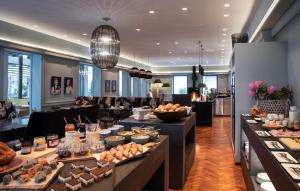 Ein Restaurant oder anderes Speiselokal in der Unterkunft Seehotel Hubertushof