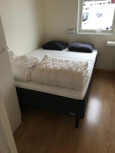 Säng eller sängar i ett rum på Gränna Camping