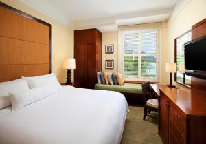 A bed or beds in a room at Moana Surfrider, A Westin Resort & Spa, Waikiki Beach