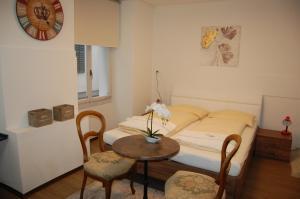 Ein Bett oder Betten in einem Zimmer der Unterkunft Hotel Zak Schaffhausen