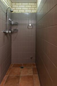 A bathroom at Sails Geraldton Accommodation