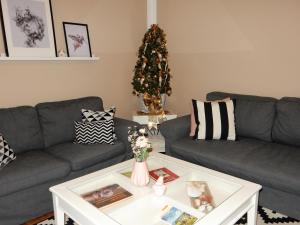 A seating area at Apartment Happy Mosel