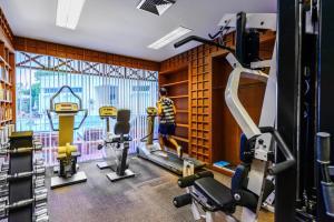 Het fitnesscentrum en/of fitnessfaciliteiten van Andaman Seaview, Karon Beach - SHA Plus